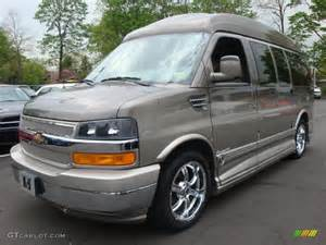 2008 sandstone metallic chevrolet express 1500 passenger