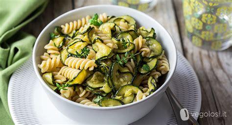 come cucinare zucchine come cucinare le zucchine la guida completa vegolosi it