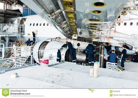 capannone smontato aeroplano smontato per la riparazione e la modernizzazione
