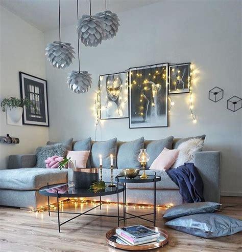 dekorasi dinding ruang tamu minimalis cantik kreatif