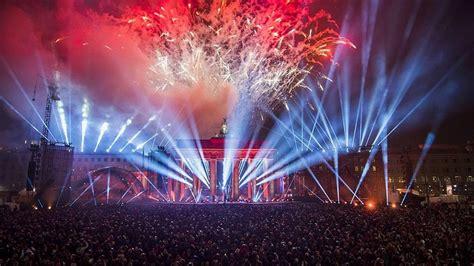 new years in berlin berlin fireworks 2017 new year 2017 happy new year 2017 berlin feuerwerk 2017 neues jahr 2017