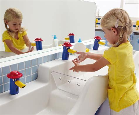 kinderwaschtisch badewanne 4bambini neue waschrinne f 252 r kinderg 228 rten