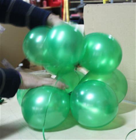 como hacer un pino con globos c 243 mo hacer un peque 241 o 225 rbol con globos