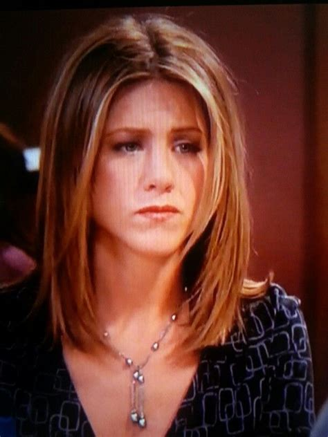 rachel greene wavy hair jennifer aniston as rachel green in friends with shoulder