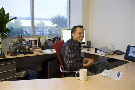 elon musk desk the ergonomics of elon musk s workstation ergonomicshelp com