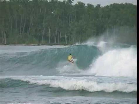 videos nias classic big nias surfing indonesia youtube