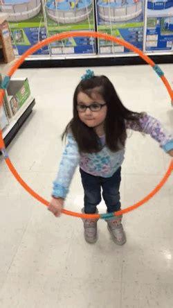 Hullahop Hulahop Mainan this adorable trying to hula hoop failed so she won