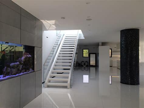 moderne haustüren anthrazit wohnzimmer farben muster