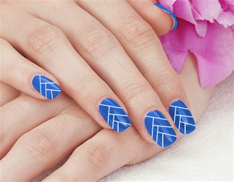 easy nail art blue and white 18 easy nail art designs to do with a toothpick