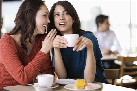 Someone S In The Kitchen by C 243 Mo Saber Si Una Persona Est 225 Hablando A Espaldas De