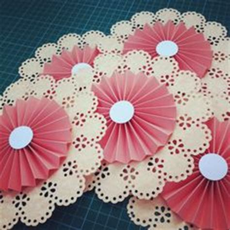Pre Punched Craft Paper - 1000 images about circle edge craft punch ideas on