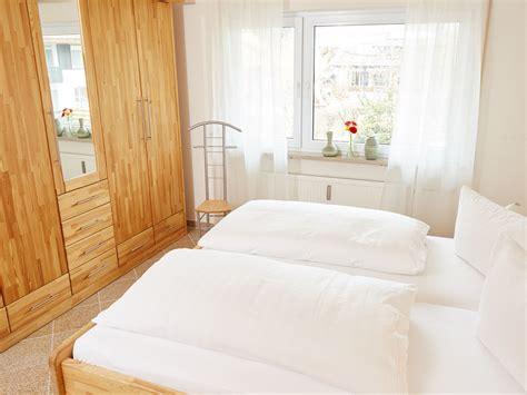 Senioren Schlafzimmer Mit Doppelbett by Senioren Schlafzimmer Mit Doppelbett Auseinander