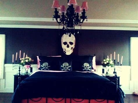 Skull Bedroom Decor | halloween bedroom decorating ideas for a spooky