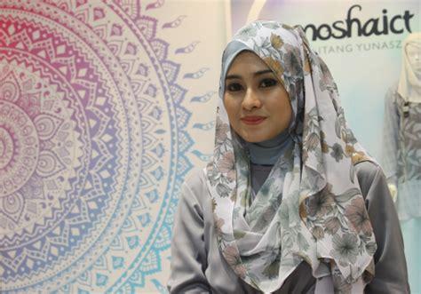 tutorial hijab pesta menutupi dada tutorial hijab cantik penutup dada dream co id
