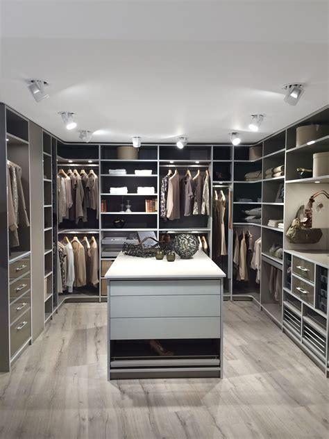 schlafzimmer ideen mit ankleide einbauschr 228 nke nach ma 223 begehbare kleiderschr 228 nke en