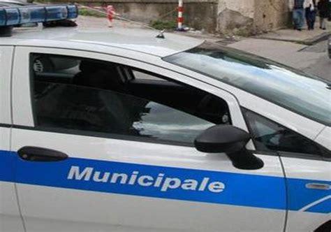 polizia municipale napoli ufficio contravvenzioni napoli agguato ad un agente della polizia municipale