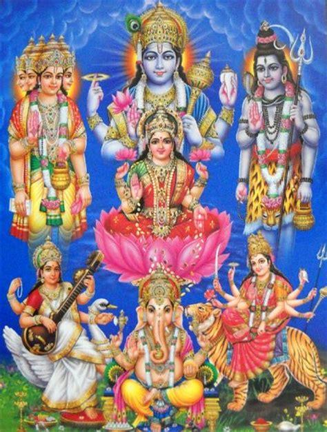 trimurti brahma vishnu shiva avec leurs paredre saraswati
