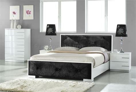 Black And White Bedroom Furniture White High Gloss Finish Contemporary Bedroom W Black Leatherette