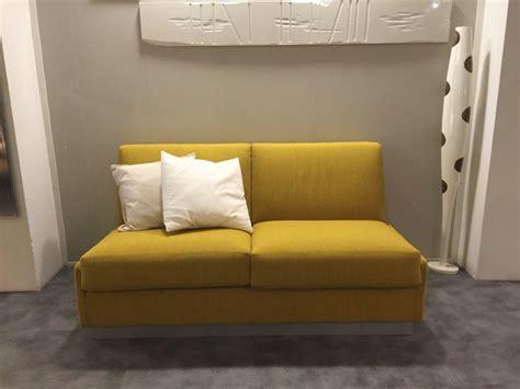 divano colorato pi 249 di 25 fantastiche idee su divano colorato su