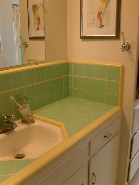 30 Great Pictures And Ideas Classic Bathroom Tile Design Ideas Pink And Green Bathroom Ideas