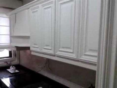como lacar en blanco una cocina de roble  youtube