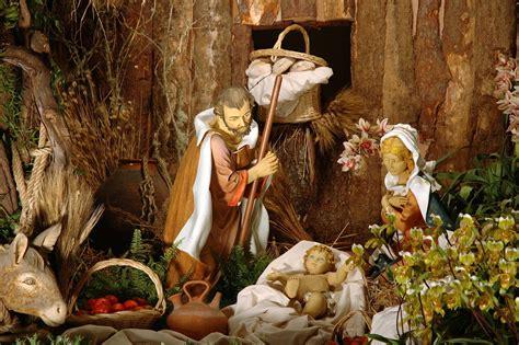imagenes navidad sagrada familia banco de im 193 genes la sagrada familia y el nacimiento de