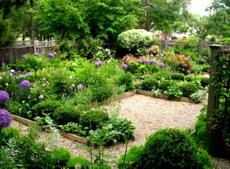 backyard flower garden landscaping ideas with flowers