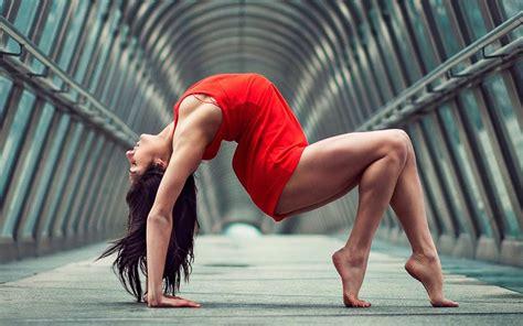 yoga wallpaper for mac yoga posture of girl 4k wallpaper hd