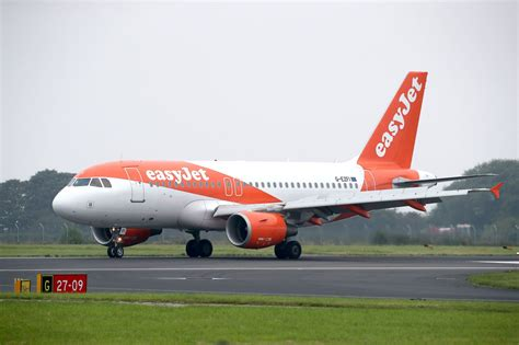 easyjet flight from to edinburgh declares inbound