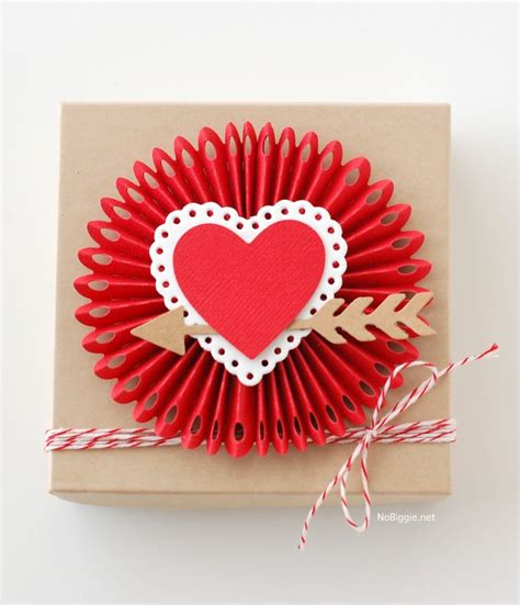 Valentines Day Paper Crafts - 5 paper craft projects for s day