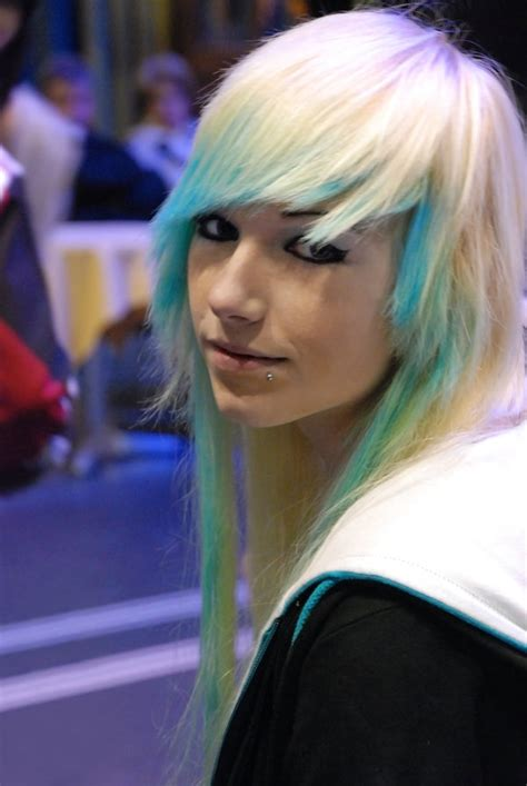 emo hairstyles blue and blonde fashion with emo hairstyle scene emo hair styles