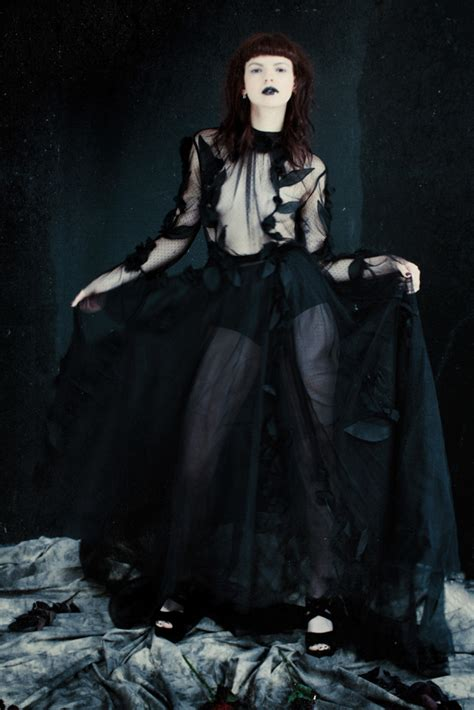 Rok Gotik paint it black a bridal shoot for rock n roll