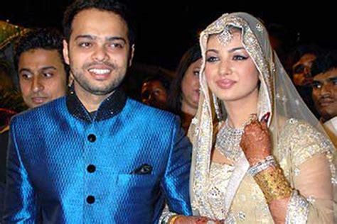 Dress Azmi Gamis Muslim Azmi ayesha takia marriage she said yes to a lok sabha candidate