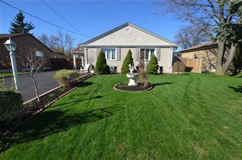 3 bedroom house for sale mississauga 3 bedroom bungalow home for sale in streetsville mississauga