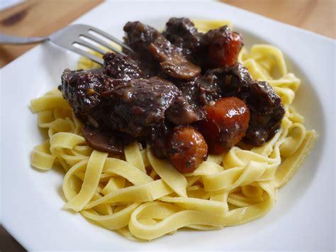 cuisiner un bourguignon boeuf bourguignon rapide blogs de cuisine