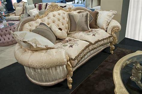 divani eleganti divano classico schienale capitonn 232 per eleganti salotti