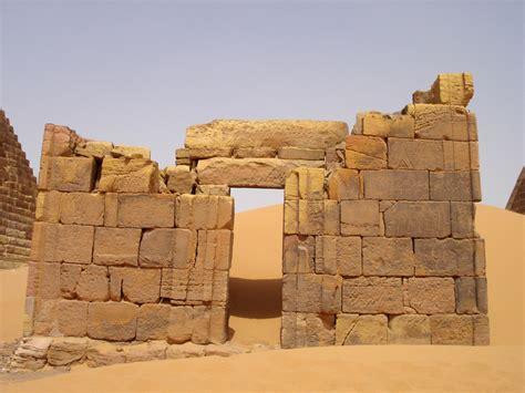 piramidi interno le piramidi di meroe i gioielli nascosti sudan