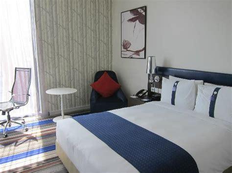 bedroom expressions locations corridor to guestroom foto holiday inn express bangkok