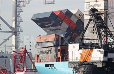 photoblog arnold maersk arrives in seattle with toppled cargo the loadstar