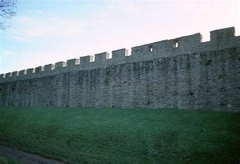 curtain wall of a castle pin by amber surdam on knights and castles pinterest