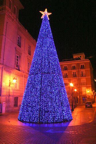 193 rbol de navidad luminoso 225 rbol de navidad ubicado en la