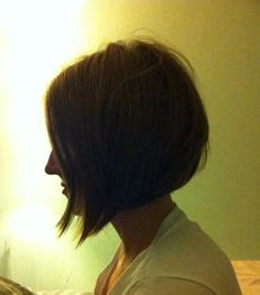 22 graduated bob hairstyles you ll want to copy now helena christensen medium layered cut simple makeup sun