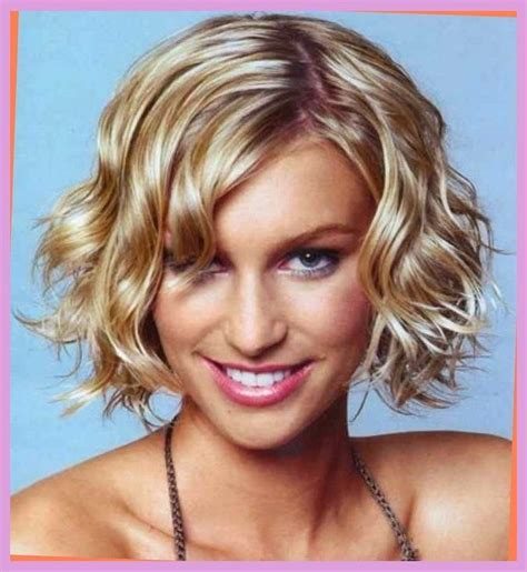 short scrunchy bob best 25 scrunched hair ideas on pinterest curly hair