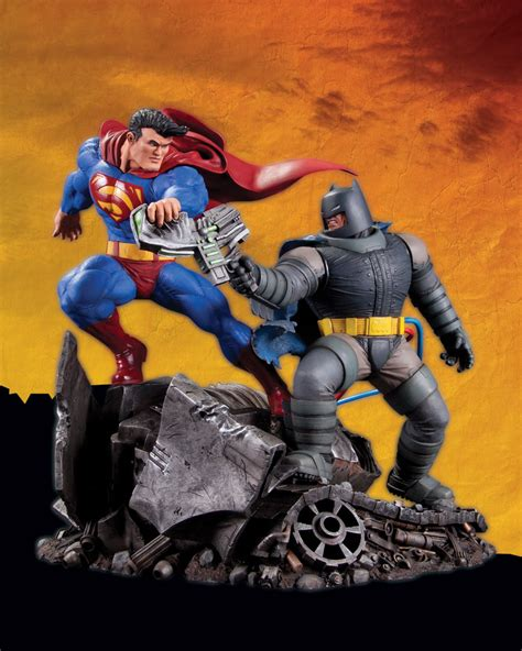 Dc Unlimited Batman Tdkr Frank Miller dc presents frank miller s the returns superman vs batman statue