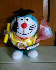 Boneka Doraemon Wisuda boneka doraemon wisuda depok cantik hadiah wisuda