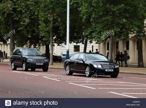 prince charles bentley prince charles driving a bentley escorted by metropolitan