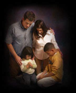 imagenes de la familia orando siembra amor oraci 243 n de navidad en familia
