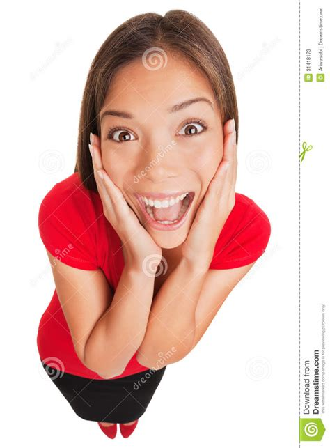 imagenes mujer alegre mujer joven sorprendida emocionada alegre aislada fotos de