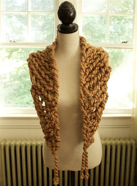 how to make fringe on a knitted scarf arm knit triangle scarf with fringe simplymaggie