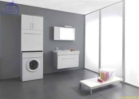 mobile bagno con portalavatrice pannelli di rivestimento pareti cucina effetto legno